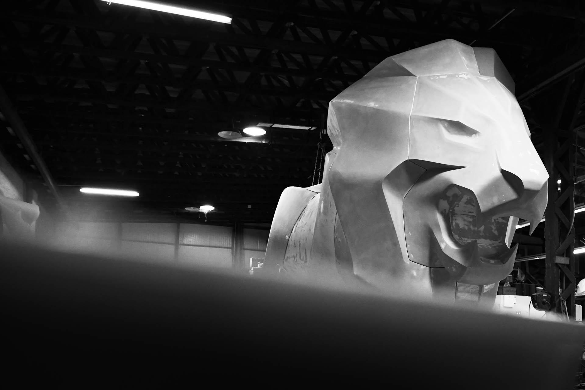 نمایش شیر 12 متری پژو در نمایشگاه ژنو