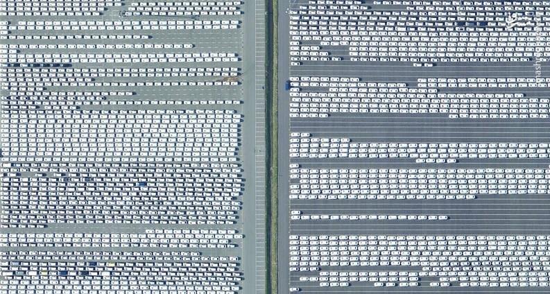 تصویر هوایی جالب از یک پارگینگ خودرو