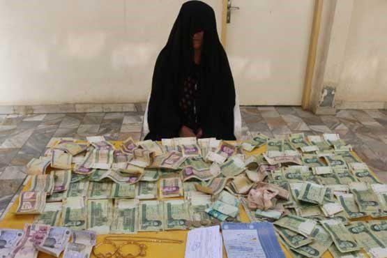 بازداشت متکدی 67 ساله به همراه 31 گرم طلا و 12 میلیون تومان پول نقد در سنندج (عکس)