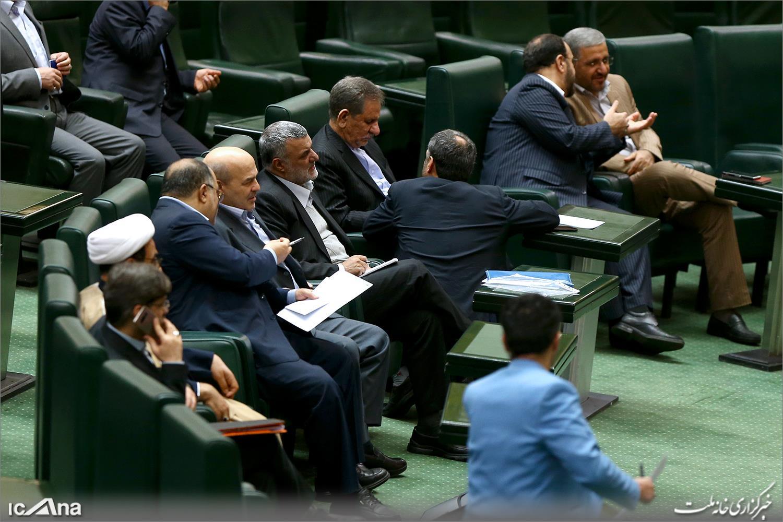 دولتیها دقیقا در مجلس چه میکنند؟