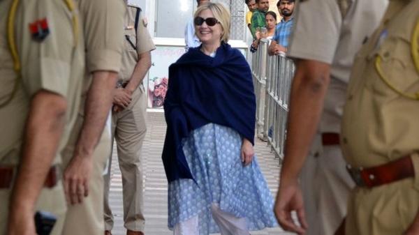 آسیب جزئی هیلاری کلینتون در هتل محل اقامتش در هند (+عکس)