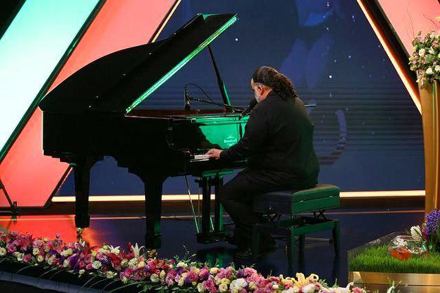 نوازندگی علیرضا عصار روی آنتن زنده تلویزیون
