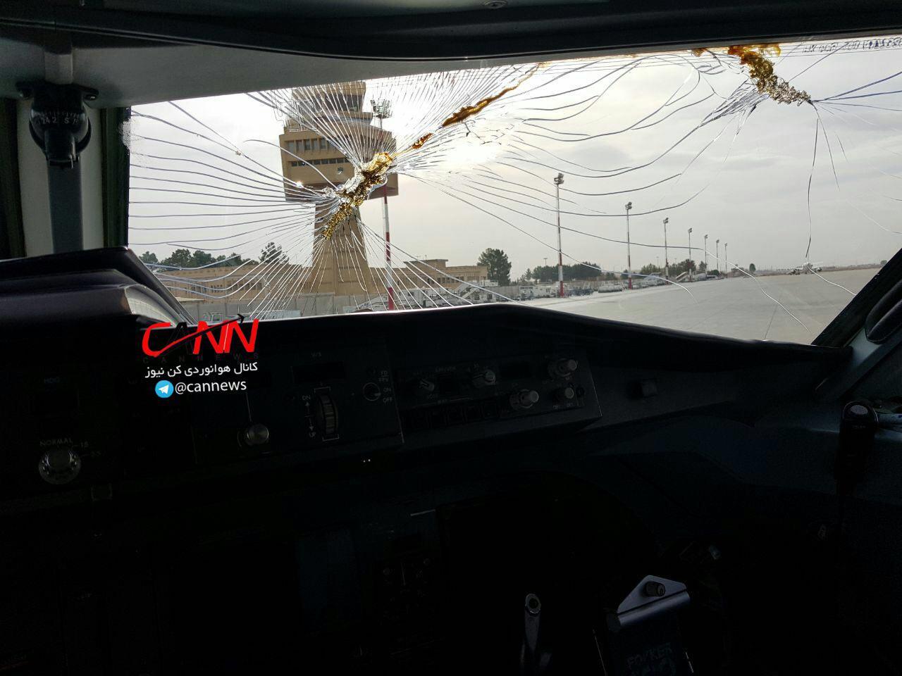 فرود اضطراری هواپیمای کیش - ایر در اصفهان/ شیشه جلوی هواپیما شکست (+عکس)