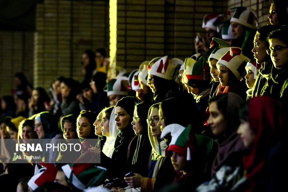 مسابقه تیمملی با حضور بانوان در ورزشگاه بدون درد و خونریزی(+عکس)
