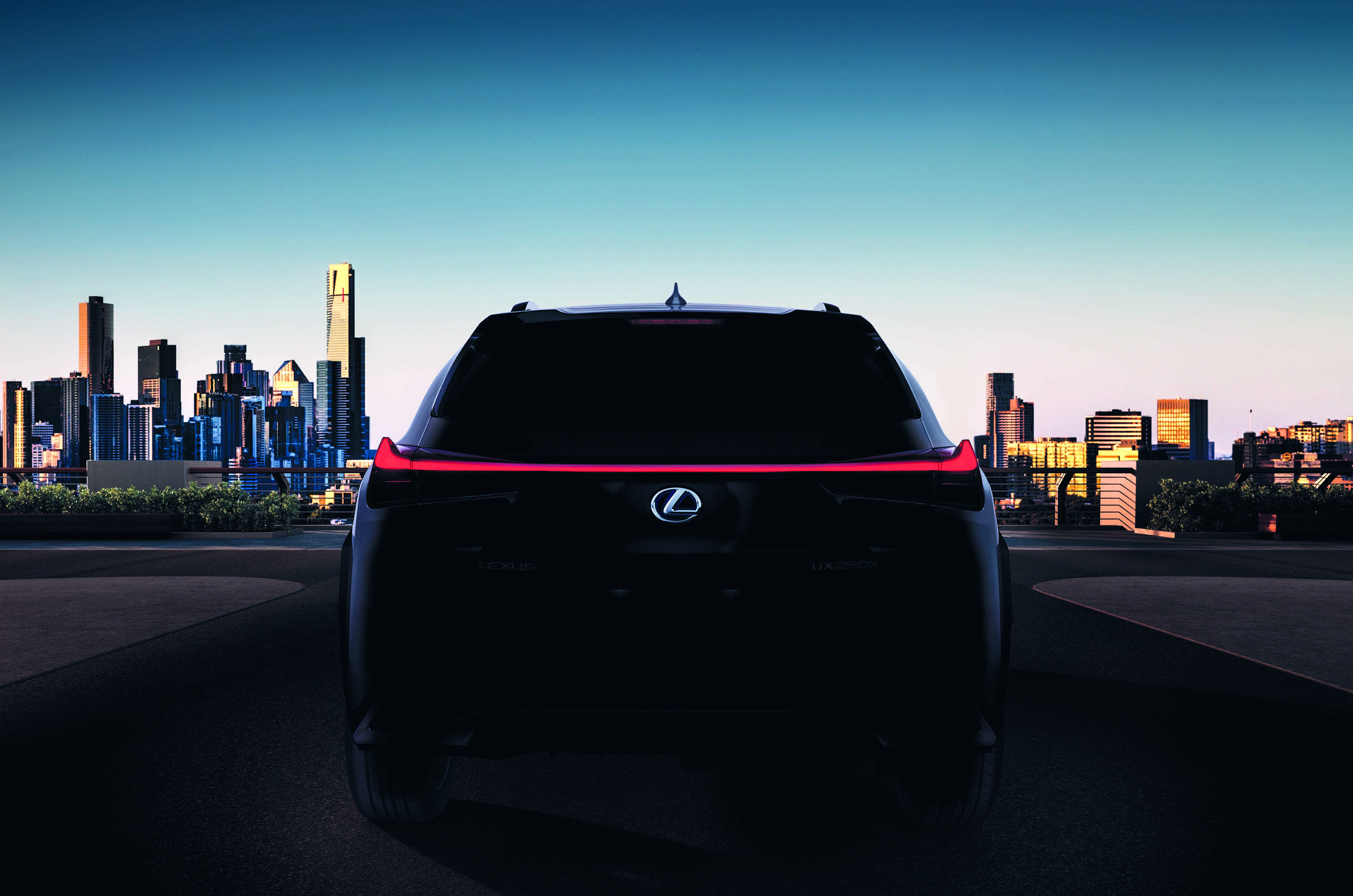 انتشار اولین تصاویر از نسخه تولیدی ux / این خودرو را تمام و کمال در ژنو خواهید دید