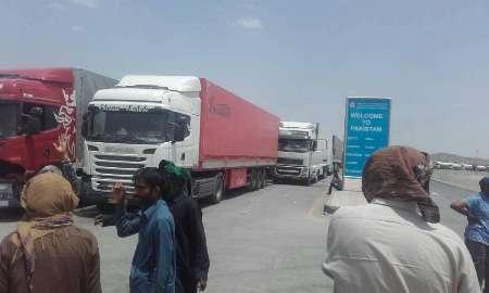 تحصن اعتراضی یکهزار زائر پاکستان بازگشته از ایران در مرز تفتان