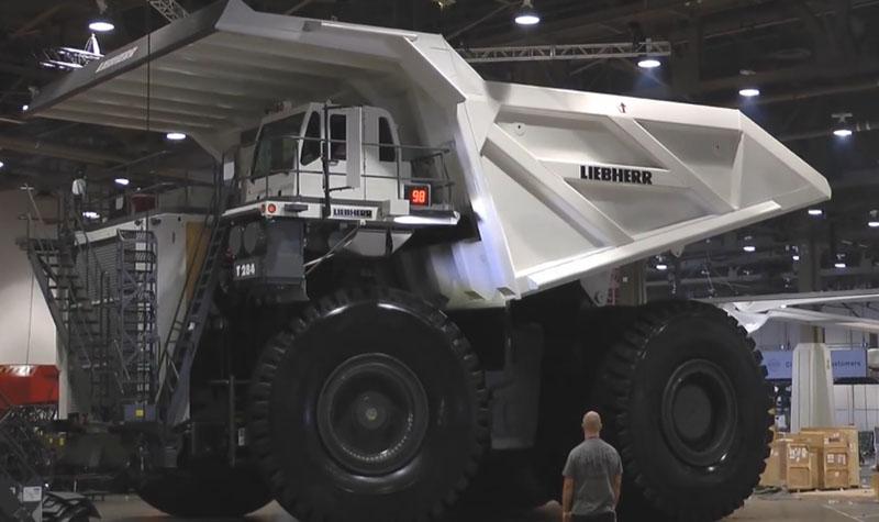 بزرگترین کامیون حمل زباله در جهان