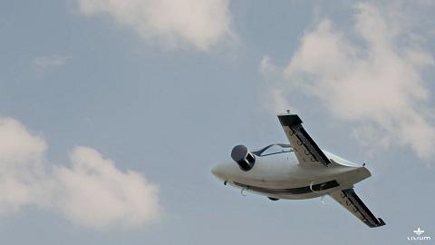 آینده اینجاست/ اولین آزمایش خودروی پروازی لیلیوم جت