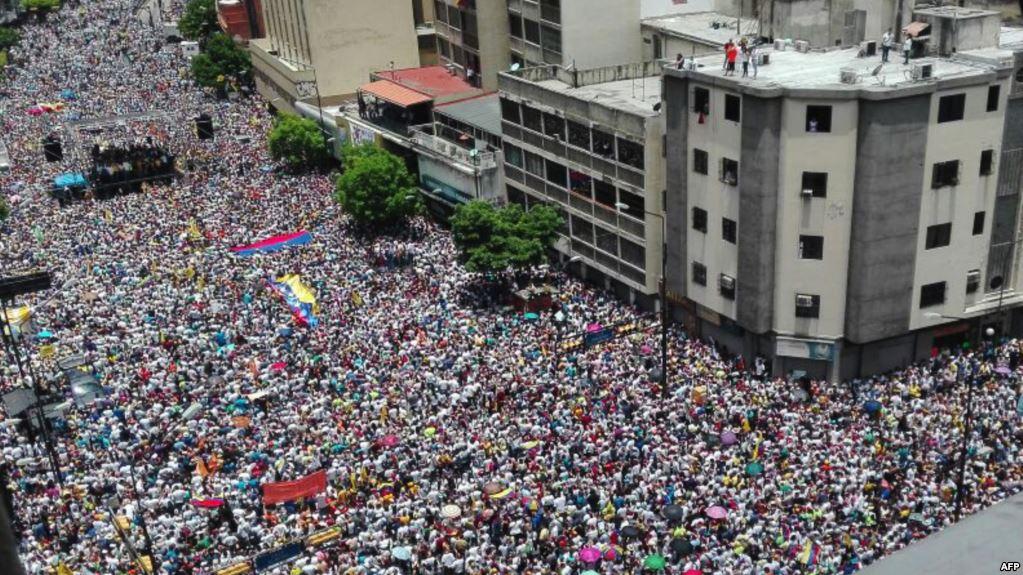 ونزوئلا: تورم ما 300 درصد است / نهادهای اقتصادی: بیشتر است