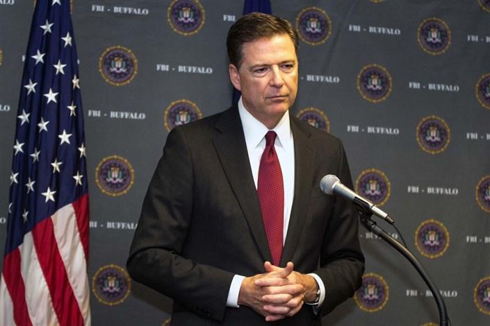 ترامپ رئیس FBI را هنگام سفر کاری برکنار کرد / رئیس FBI هنگام سخنرانی حکم اخراجش را گرفت