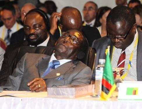 توجیه چرت زدن رئیس جمهور 93 ساله در نشستهای بینالمللی: خواب نیست فقط چشمانش را میبندد