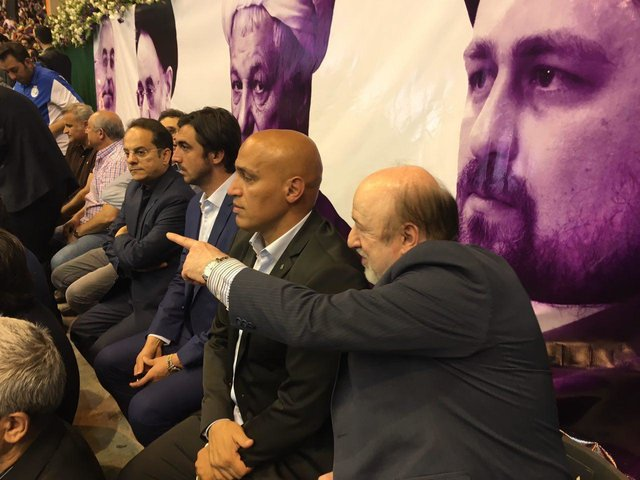 حضور استقلالیها در همایش انتخاباتی روحانی (عکس)