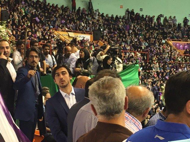 حضور استقلالیها در همایش انتخاباتی روحانی (+عکس)
