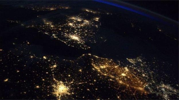 چرا بلژیک در شب از همه جا نورانیتر است؟