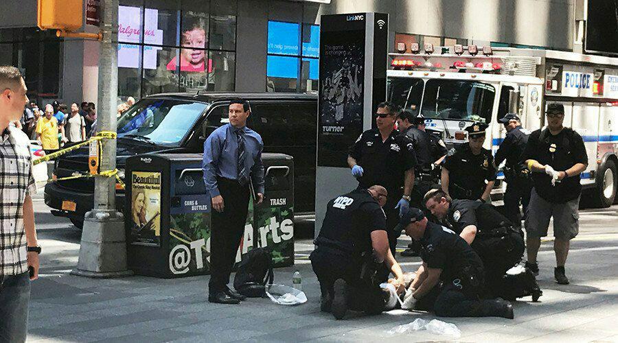 حمله یک خودرو به عابران پیاده در نیویورک/ یک کشته و 13 زخمی