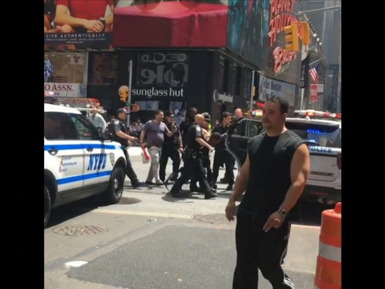 حمله یک خودرو به عابران پیاده در نیویورک/ یک کشته و 13 زخمی (+عکس)