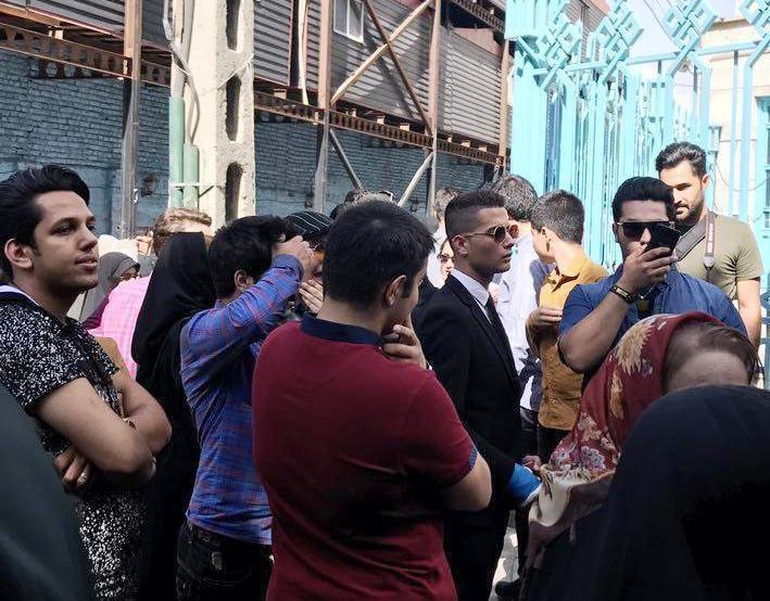 بدل کریس رونالدو در صف رای گیری حسینیه ارشاد (عکس)