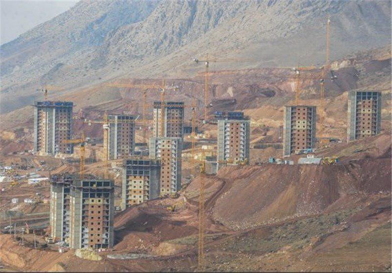 تفاوت مسکن مهر صنعتی و معمولی/ساخت مسکن مهر روی تپه و دامنه کوه، اشتباه بود