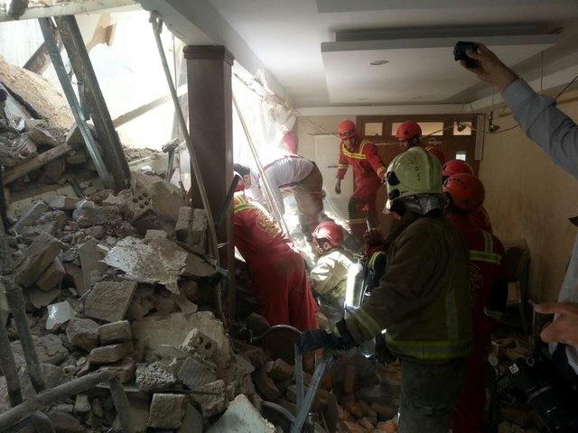 ریزش ساختمان ۴ طبقه در گیشا/ نجات ۲۰ نفر/ هنوز یک نفر زیر آوار است(+عکس)