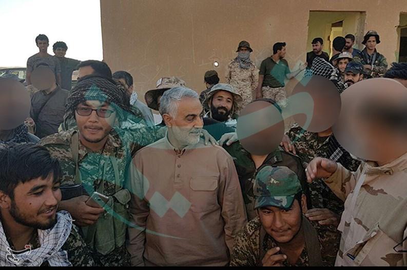 لشگر فاطمیون به مرز عراق و سوریه رسید/ اقامه نماز شکر به همراه سردار سلیمانی(+عکس)
