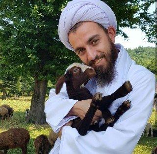 روحانی که حیوان دوست است و اهل موسیقی (+عکس)