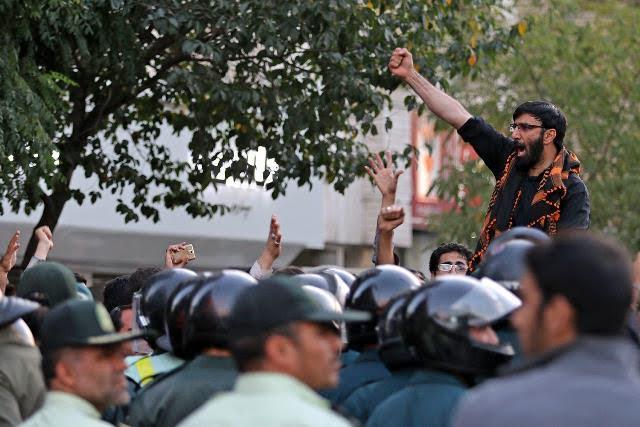 انصار حزب الله مشهد: حضور یا عدم حضور زنان در ورزشگاه اولویت اول کشور نیست
