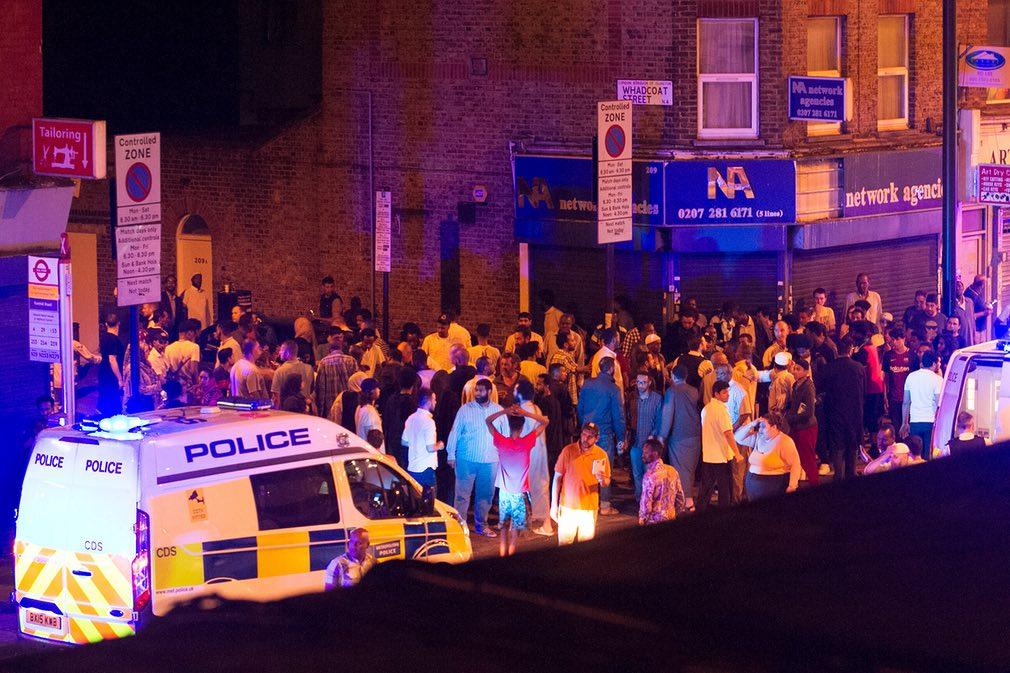 حمله خودرویی به جمعیت مسلمانان در لندن (+عکس)