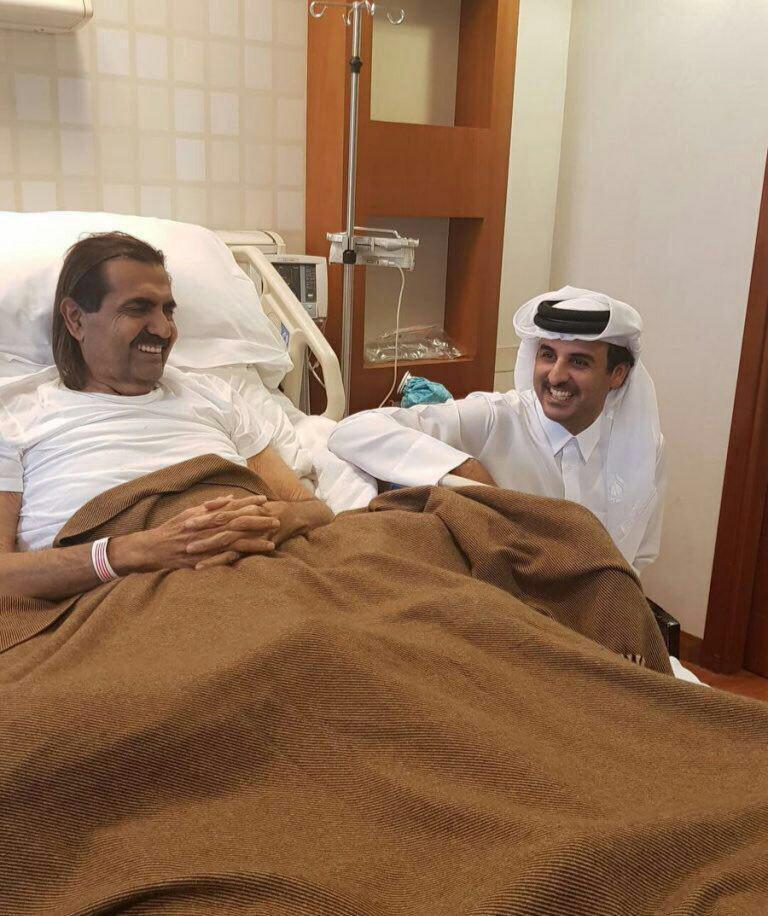 عیادت امیر قطر از پدرش (+عکس)