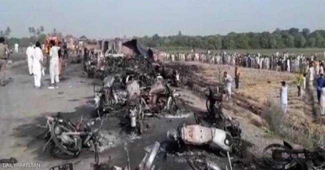 120 کشته در آتش گرفتن تانکر نفت در پاکستان (+عکس)