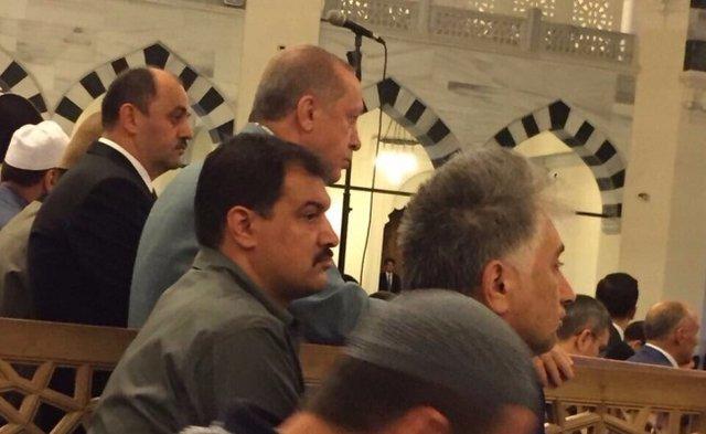اردوغان در نماز عید فطر از حال رفت