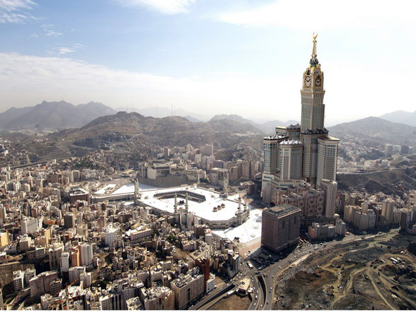 برنامه اقتصادی عربستان سعودی را جدی بگیریم/سر خودمان شیره بمالیم از دنیا عقب می افتیم