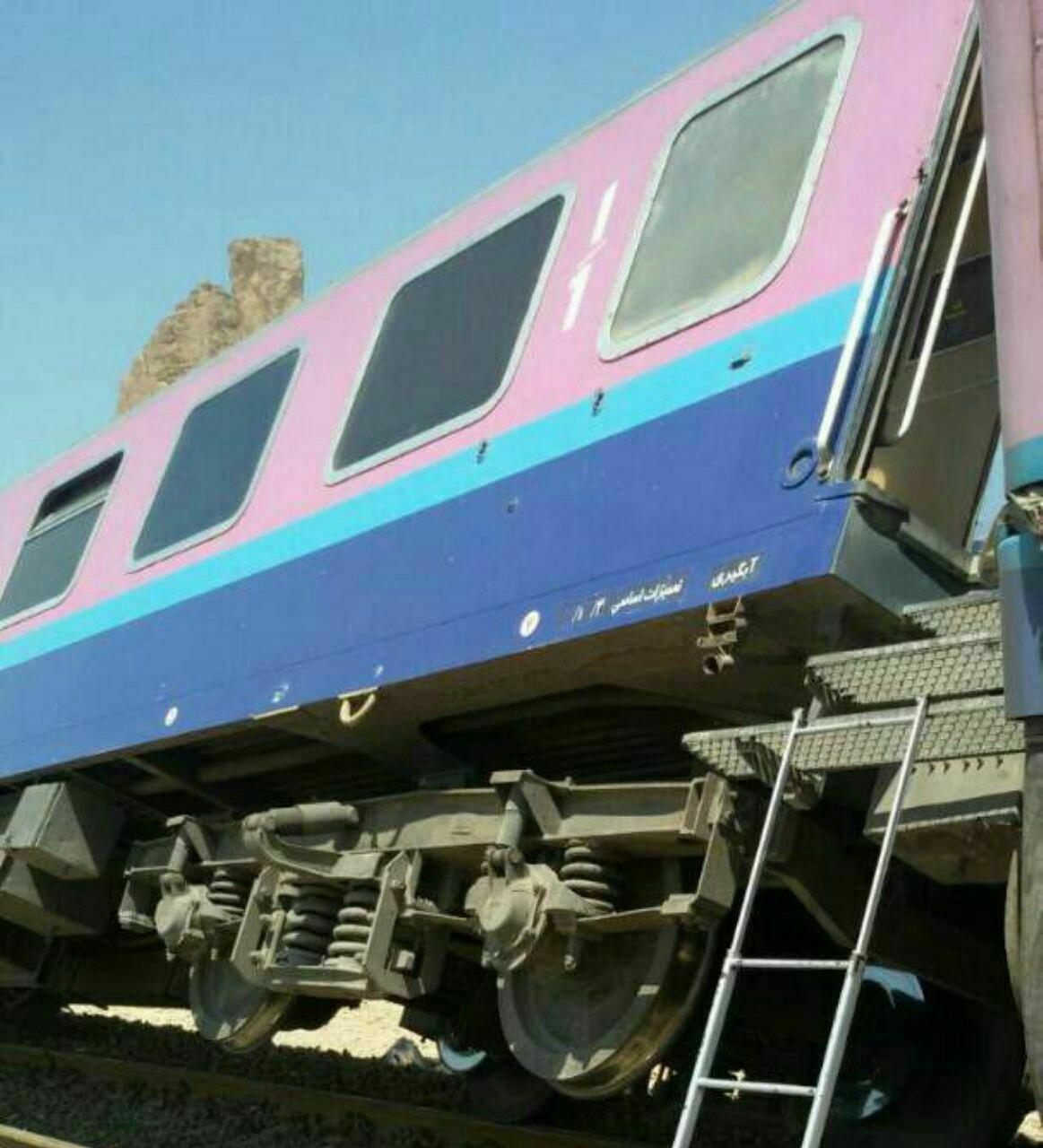 خروج 2 واگن قطار اهواز – مشهد از ریل/ مسافران سالم اند (+عکس)