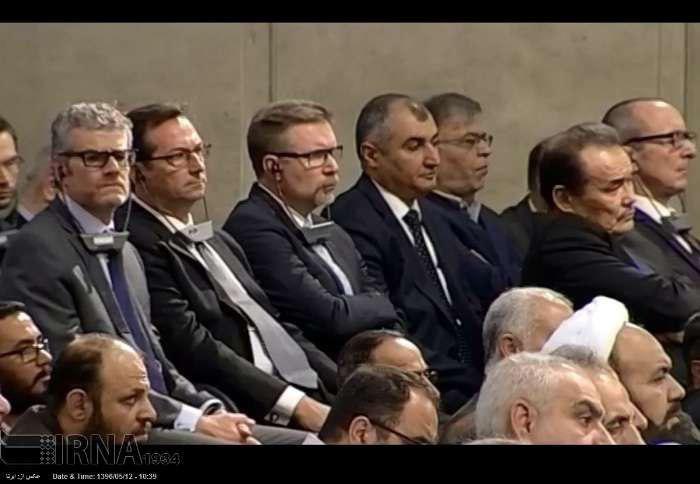مراسم تنفيذ رياست جمهوري روحاني/ آغاز سخنراني مقام معظم رهبري/ رييس جمهور: دستانم را به سوي همه كساني كه به عظمت ايران مي انديشند دراز مي كنم