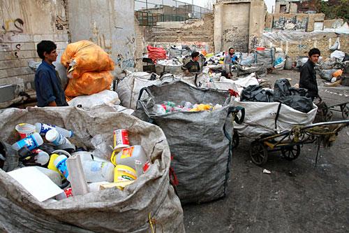 کودکان کار؛ اربابان گاراژ زباله ها