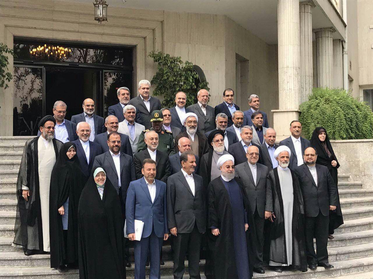 عکس دسته جمعی وزرا با روحانی در آخرین جلسه هیات دولت یازدهم