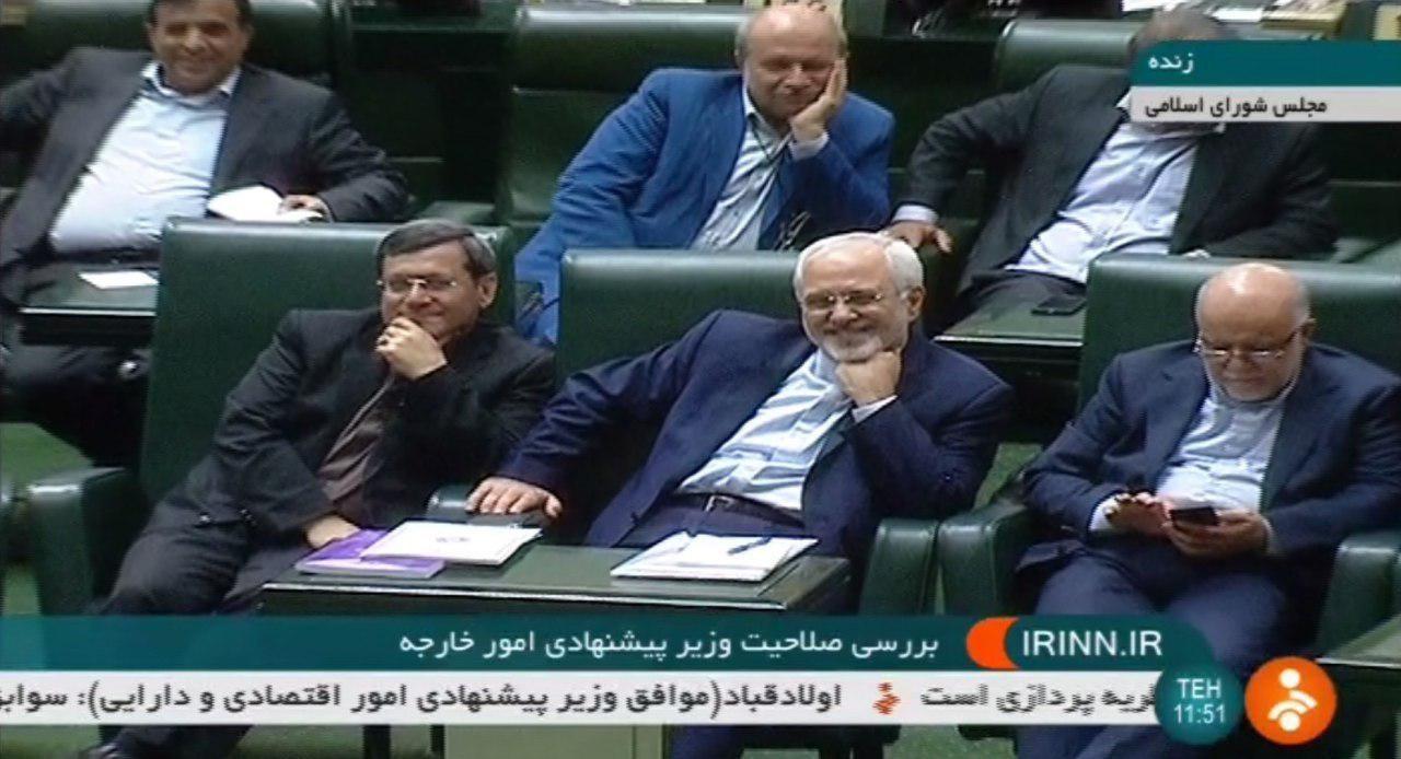 لبخند ظریف هنگامی که ابطحی نماینده مخالفش او را
