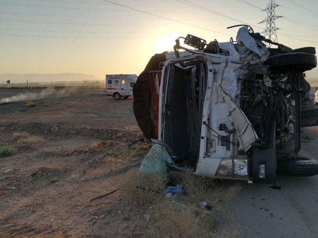 کشته شدن 5 نفر در تصادف کامیون با ال90 (+عکس)
