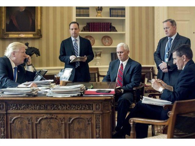 ریزش بی سابقه همه مردان ترامپ/ تنها ترین رییس کاخ سفید