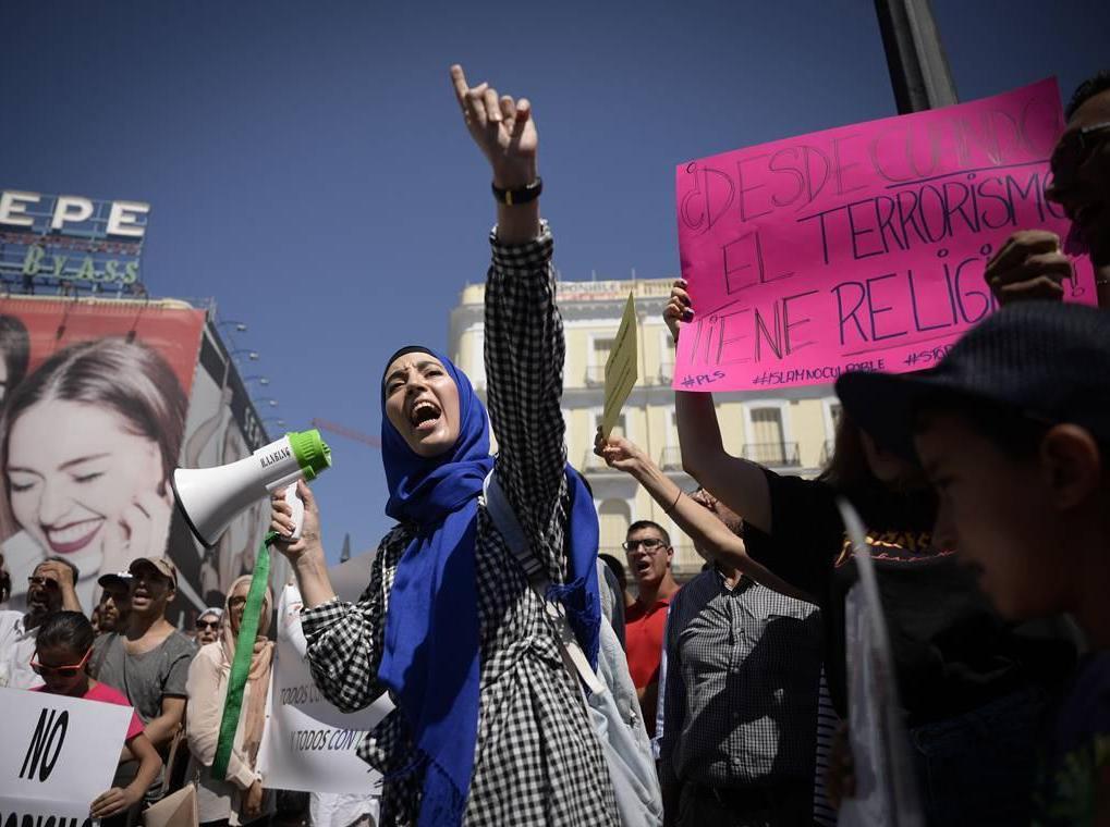 تظاهرات مسلمانان اسپانیا علیه تروریسم (+عکس)