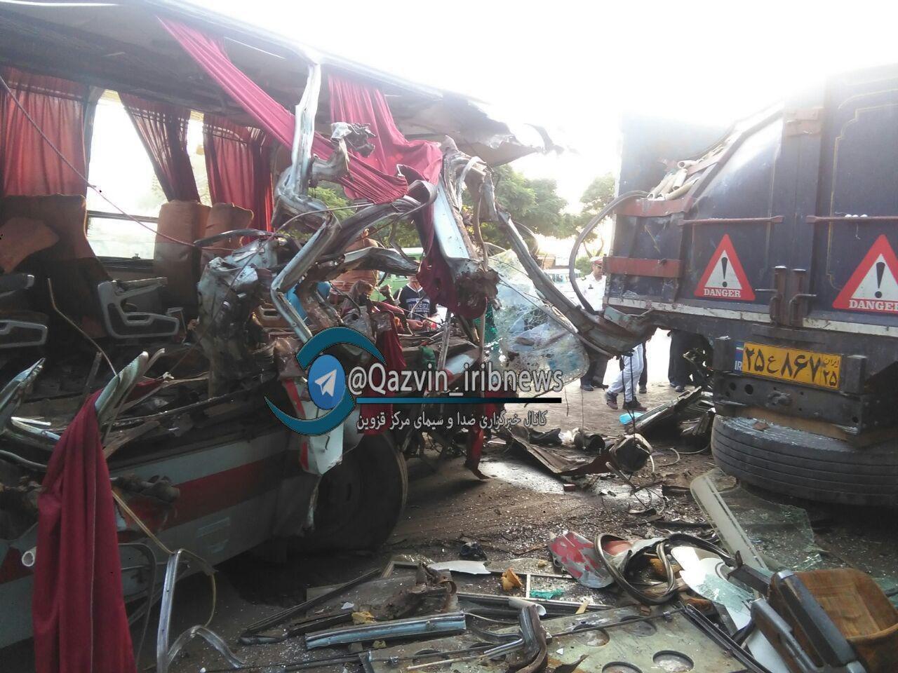 یک کشته و ۱۵زخمی در تصادف اتوبوس در خراسان (+عکس)