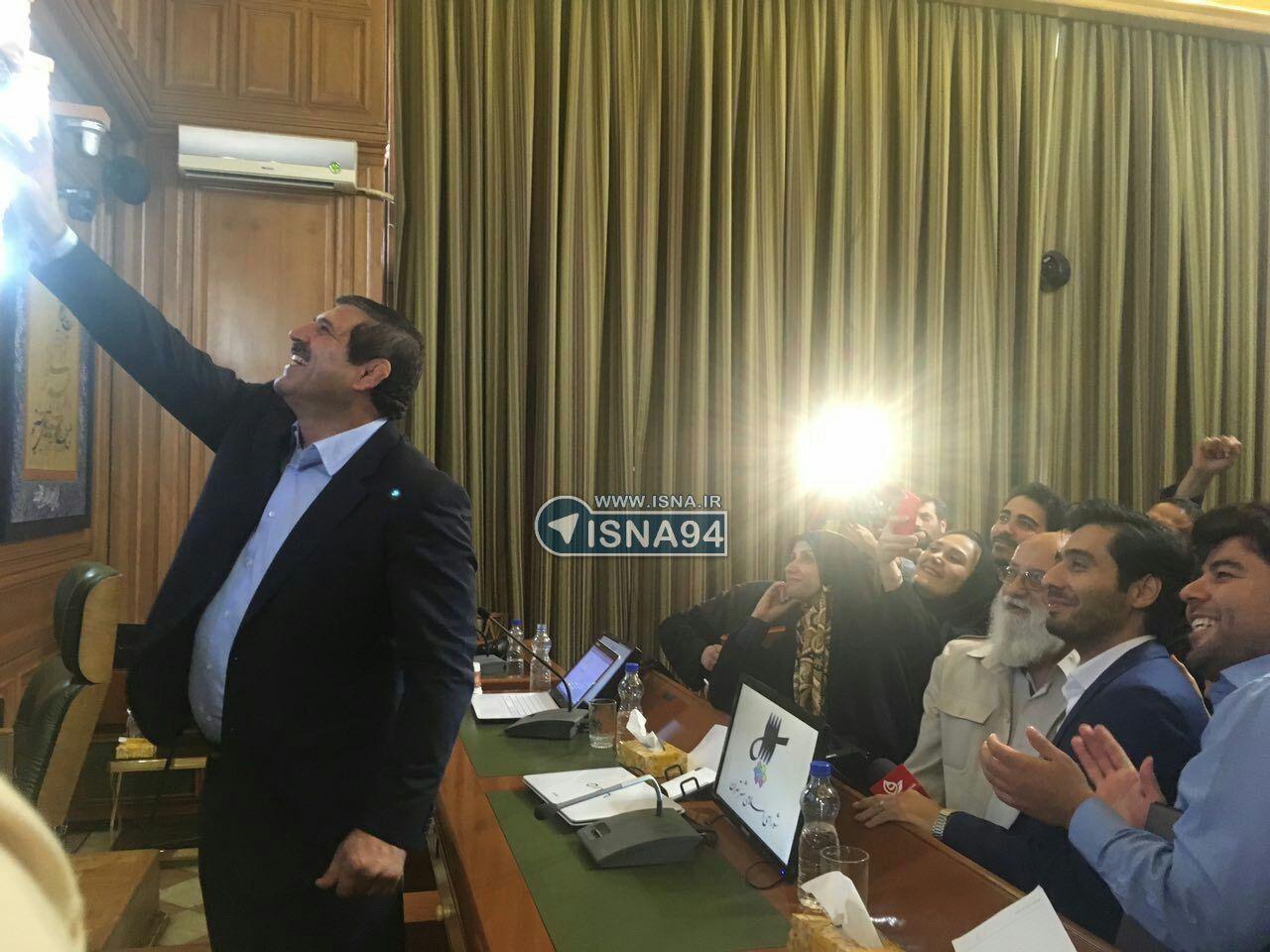 آخرین سلفی عباس جدیدی با شورای شهر چهارم (عکس)