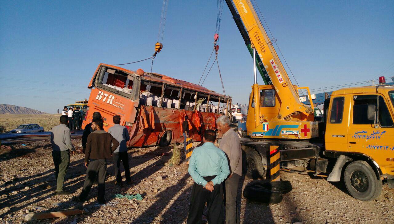 9 کشته و 34 زخمی در حادثه واژگونی اتوبوس دانش آموزان دختر ( +عکس)/ اعلام اسامی جان باختگان و مجروحان/ راننده بازداشت شد