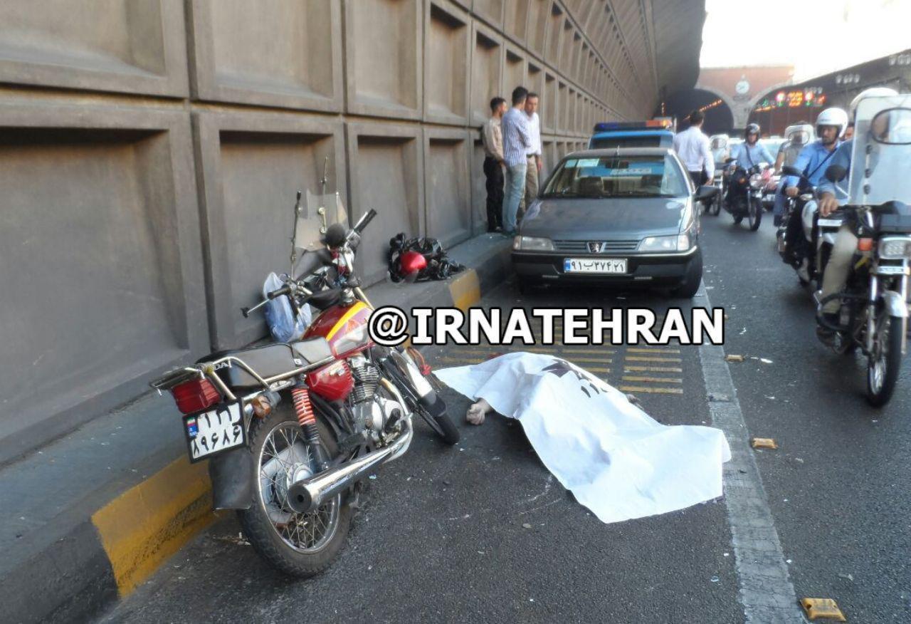 مرگ یک موتورسیکلتسوار در تونل توحید تهران