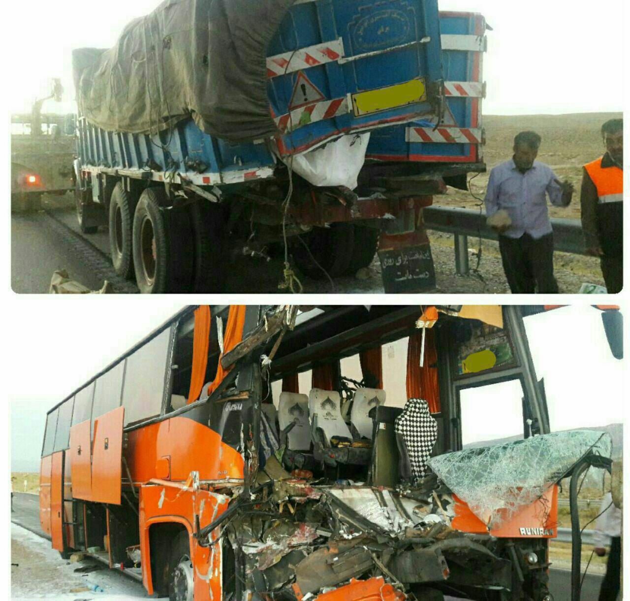 ۳ کشته و ۲۲ مصدوم براثر تصادف کامیون با اتوبوس در جاده جنگل گلستان (+عکس)