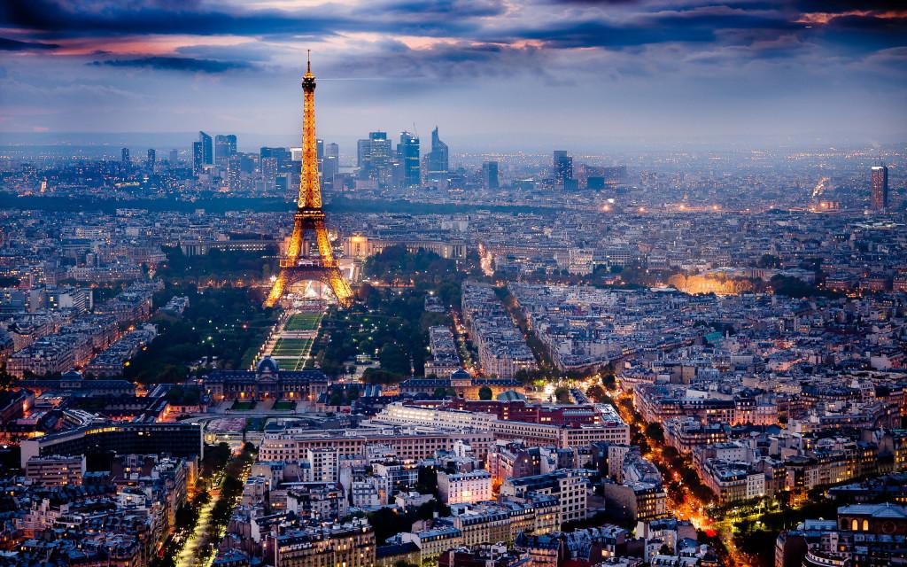 جذب 80 میلیون توریست توسط فرانسه 60 میلیون نفری/ایران به فکر جذب توریست های ثروتمند منطقه باشد
