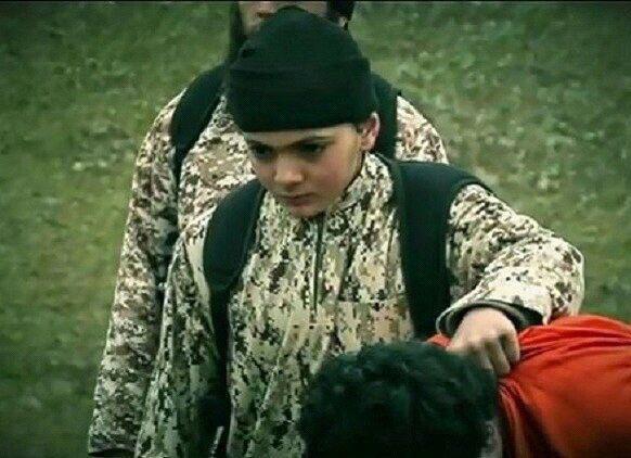 دستگیری نوجوان داعشی که نظامیان را سر میبرید (+عکس)
