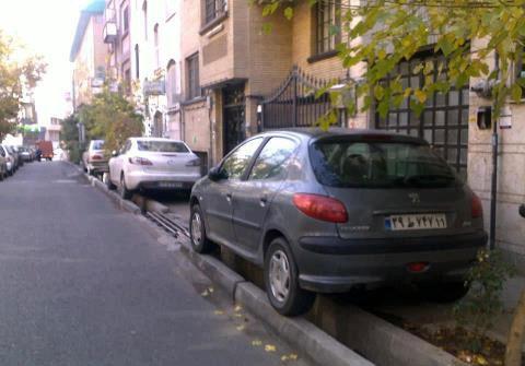 پول اتوبان سازی تهران باید صرف حمل و نقل عمومی می شد/تعداد 100 هزار تاکسی تهران، یک عامل ترافیک است