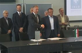 امضای قرارداد ایران خودرو و مرسدس بنز در قالب شرکت مشترک/ تولید خودروهای تجاری در ایران (+عکس)