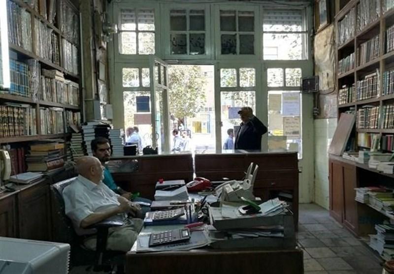 کتابفروشی زیر خاکی در تهران/ 150 سال است کتاب میفروشیم