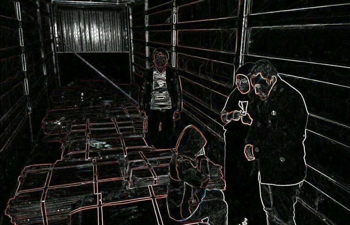 کشف ۳مرد و ۱ زن قاچاق از داخل بار کانتینر (+عکس)